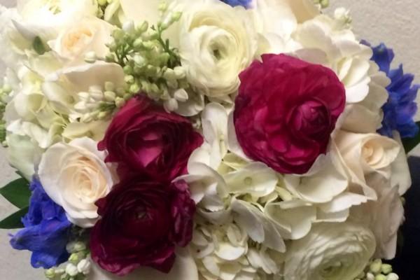 Hydrangeas-ivory-roses-peonies
