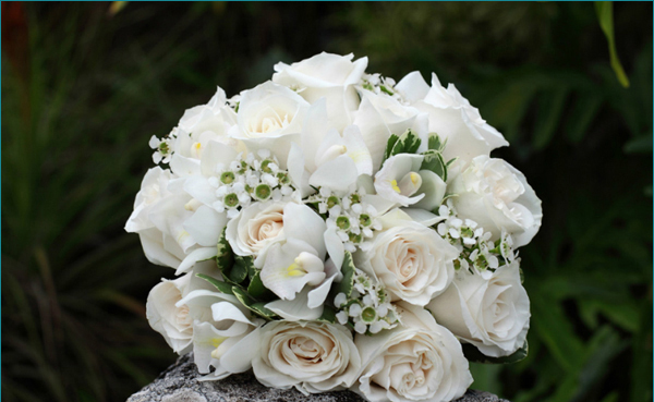 Ivory-roses-bridal bouquet